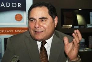 """""""El cubano no puede comprar una Biblia, pero nosotros le podemos enviar una"""" / VyV"""