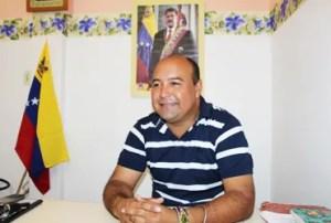 Reny Díaz, director del recinto, reconoce la labor de Funrevi dentro del centro penitenciario / VyV