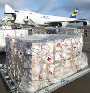 Alimento, ropa, medicinas y agua fueron enviados de diferentes países y organizaciones a los afectados por el tifón / EFE