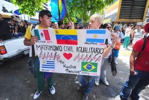 Manifestaciones sobre la igualdad de derechos en el Día del orgullo gay en Caracas / Globovisión
