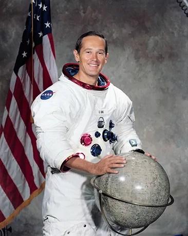 El astronauta Charlie Duke antes de su misión en Apolo 16