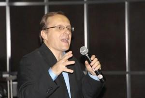 Andrés Panasiuk explicó que sí se puede enseñar a las personas a tener un carácter generoso / VyV