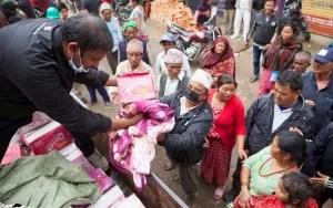 Insumos básicos llegan a Nepal de diferentes partes del mundo como parte de la ayuda humanitaria / EFE