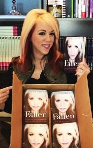 Portada de su libro «Fallen», donde relata las verdades de la trata de blancas