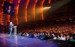 Palau también estuvo presente en el reconocido Radio City Music Hall de la ciudad de Nueva York, EE. UU.