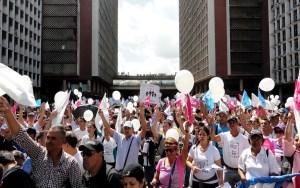 Miles de personas marcharon en defensa de la familia y de los derechos de los hijos / Óscar Pérez