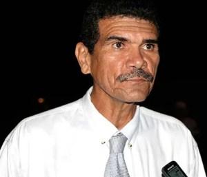El pastor Jesús Carrión anima a las personas a orar por la unión en el estado / VyV