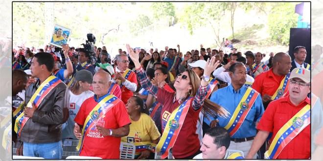 """Maduro: """"creo en la fuerza productiva de los hijos de Cristo"""""""