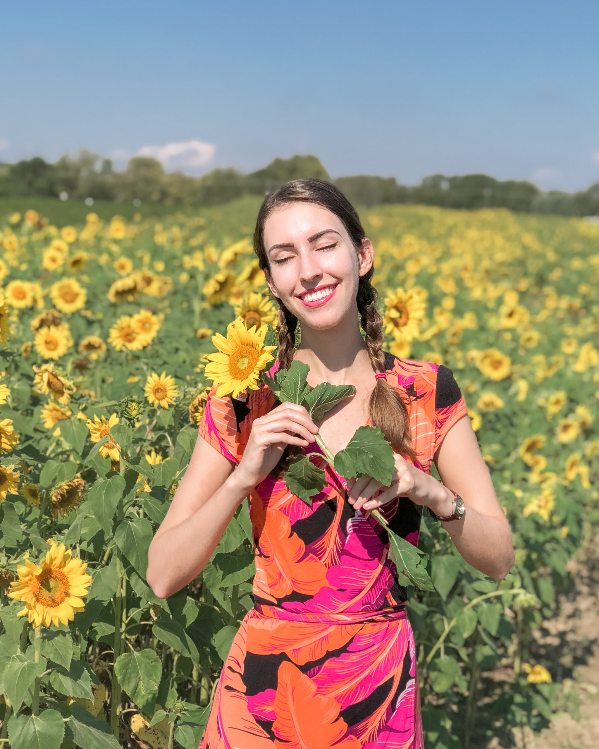 Travel portrait of Ellie wearing sustainable fashion on one of her verdant adventures in nature | Sunflower field in Hamilton, Ohio, USA