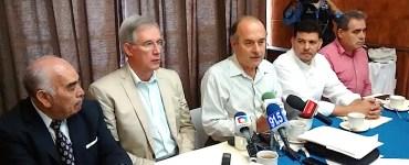 Juan Guillermo Márquez, de Conredes, acompañado de José Antonio Gómez Reyna y Mario Edgar López. Foto: Sergio Hernández Márquez