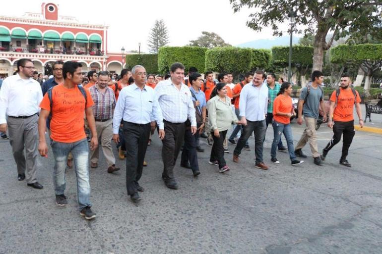 Marcha por la muerte de un estudiante del CUSur que falleció atropellado por el chofer del Presidente Municipal,. Foto: Mario Galindo