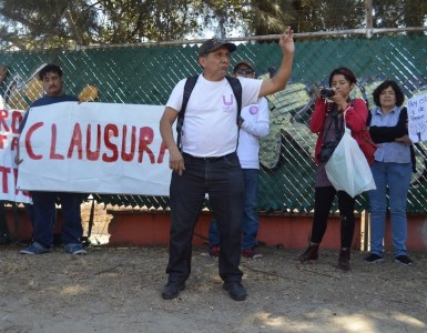 Manifestantes contra la Arena Guadalajara protestan en la Calzada Independencia. Foto: Abi López