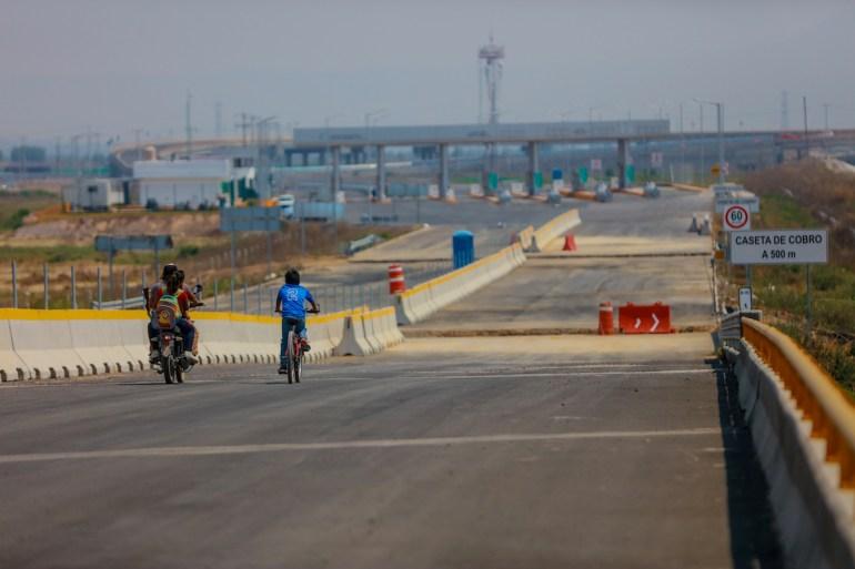 Continúa la construcción de la carretera Peñón Ecatepec, parte de la construcción complementaria del NAICM. Foto: Daliri Oropeza