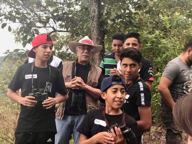 Eduardo Santana con estudiantes