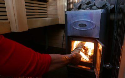 Pienpolton päästöihin tulossa tiukennuksia, mutta saunat saavat jatkaa savuttamista