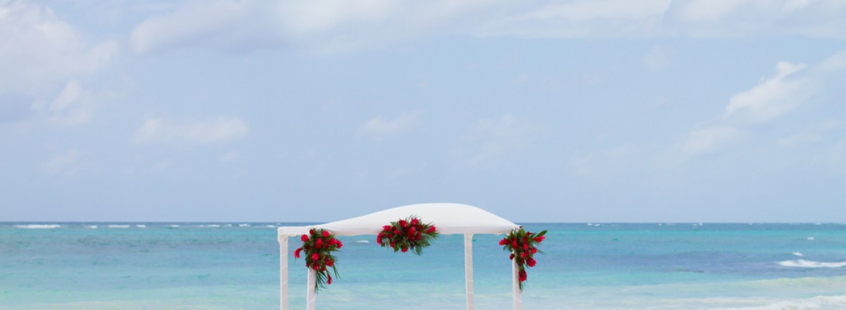"If Being Married Is the Goal, Beware the ""Symbolic Resort"" Wedding in Mexico"
