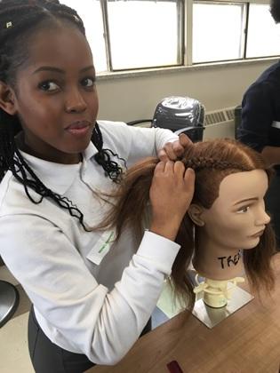 Le CFPV accueille près de 30 jeunes du secondaire pour une journée.