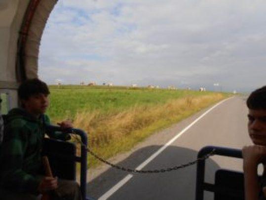 Jeder Ausflug geht zu Ende. Während der Rückfahrt mit dem Planwagen konnte noch einmal die schöne Landschaft auf der Höhe Schalksmühles bewundert werden. Die Gedanken sind vermutlich noch bei den schönen Ereignissen des Tages.