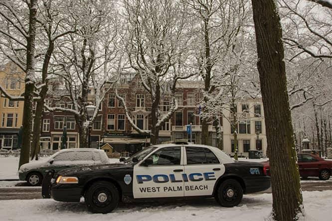 Amerikaanse politieauto in sneeuw