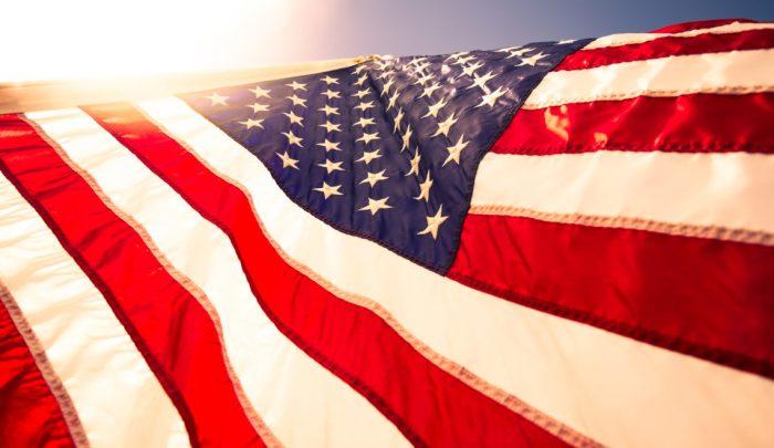 De dertien vouwen van de vlag en wat ze betekenen