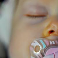 High-Need-Baby und verzweifelte Mama