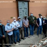 Fontechiara inaugura un'opera di Alfredo Marchi con sindaco e il presidente dell'ANPI Alto Reno a Tolè