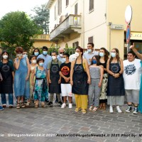 I ragazzi artigiani inaugurano la Bottega PrePosizione di fronte alla Fontana dei Pesci a Vergato