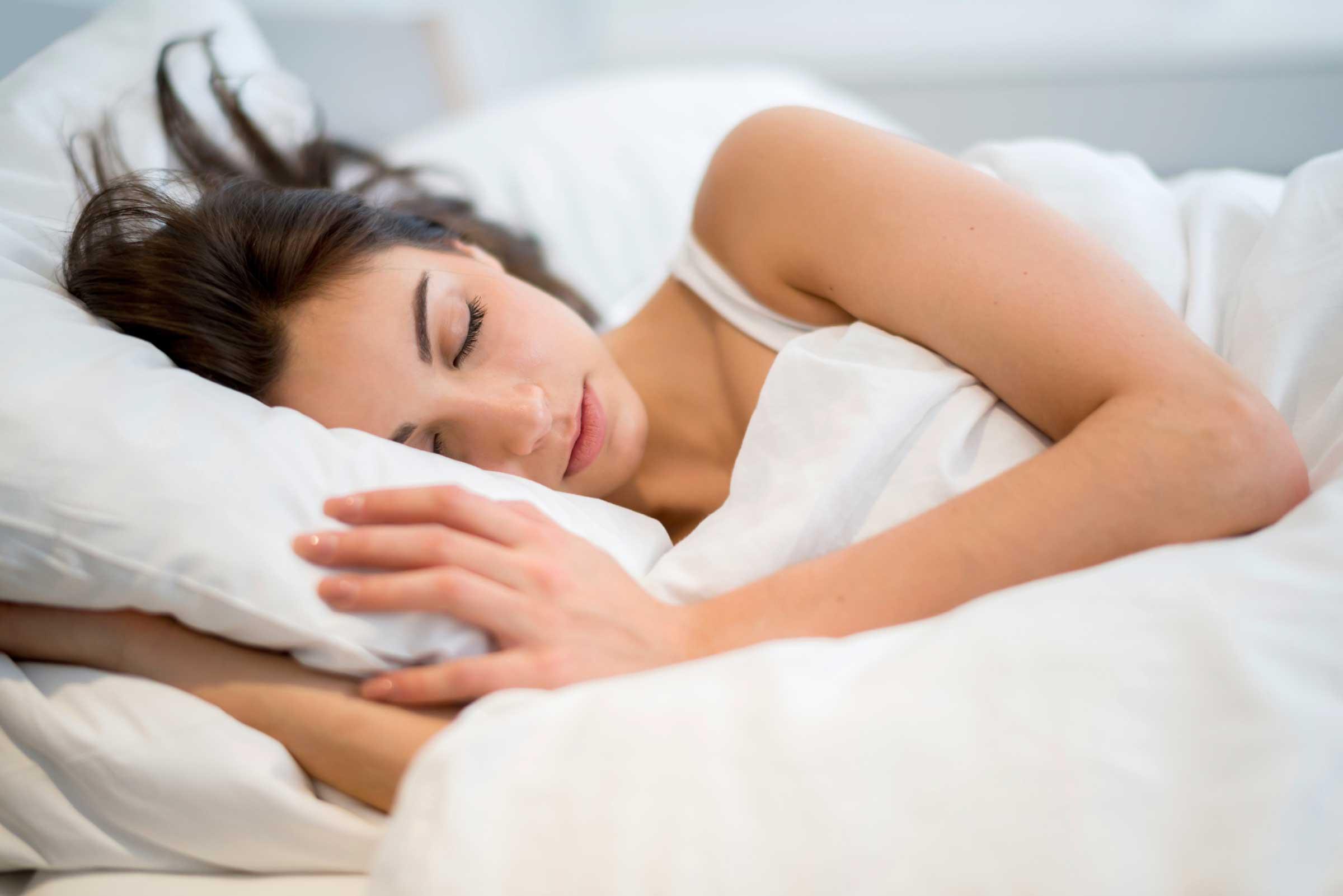 Shëndeti mendor/ Kufizimi i gjumit: Te flini më pak mund t'ju ...