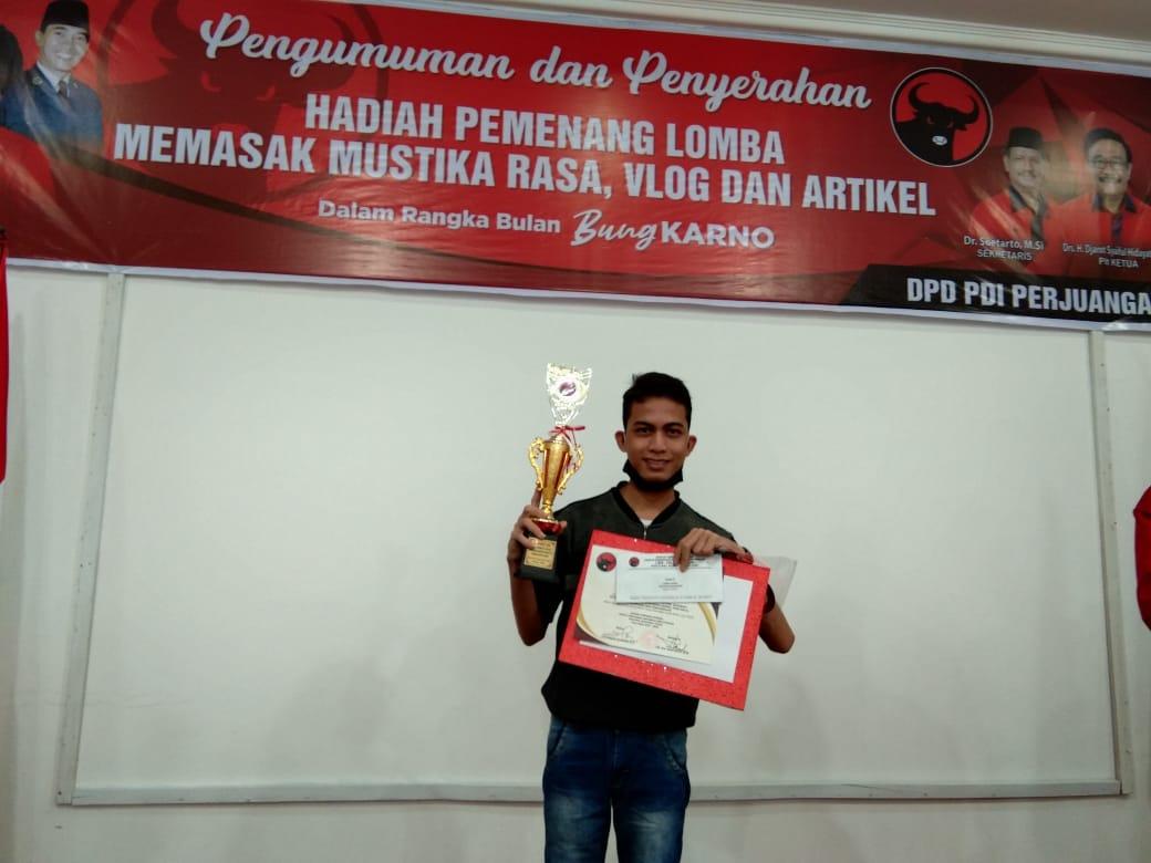 Anggota Komunitas Veritas, Josua Sirait Juara Tiga Lomba Menulis Peringatan Bulan Bung Karno 2020, Segini Hadiah yang Diterima