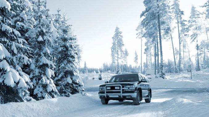 Das Anfahren auf Schnee fällt Allradlern besonders leicht. Dennoch geht es auch für die Offroader nicht ohne Winterreifen. - Foto: djd/ReifenDirekt.de/thx