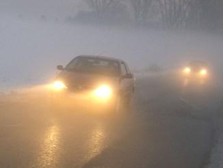 """""""Fuß vom Gas"""" lautet die Grundregel für Fahrten im Nebel. - Foto: dmd/ADAC"""