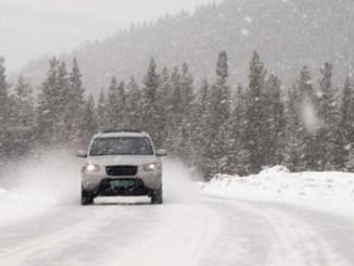 In jeder Situation kann es bei einer Fahrt durch den Schnee brenzlig werden – wer gut darauf vorbereitet ist, kann sicher reagieren. - Foto: dmd/thx