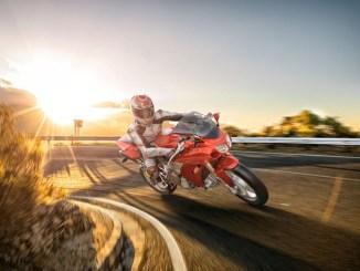 Mehr Fahrspaß bei weniger Verbrauch: Neue, elektronisch gesteuerte Einspritzsysteme für Zweiräder verbessern die Effizienz und senken die Emissionen.- Foto: djd/Bosch, Gasoline Systems
