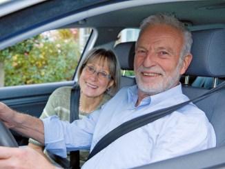 Gerade Senioren und Seniorinnen sollten Störfaktoren beim Fahren reduzieren und Fahrten sorgfältig planen, damit sie entspannt ans Ziel kommen. - Foto: djd/Deutscher Verkehrssicherheitsrat