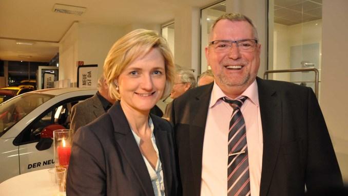 Simone Lange im Gespräch mit Verkehrswacht-Flensburg-Geschäftsführer Andreas Meng. - Foto: Verkehrswacht Flensburg