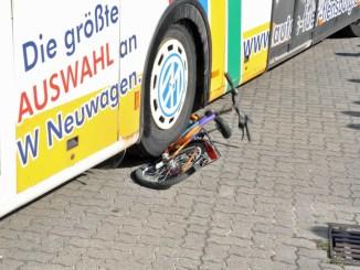 Viele Verkehrsteilnehmer unterschätzen den toten Winkel. - Foto: Verkehrswacht Flensburg e. V./rwi