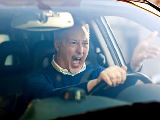 Wer sich schnell hinter dem Steuer stressen lässt, bringt sich und andere in Gefahr. - Foto: dtd/thx