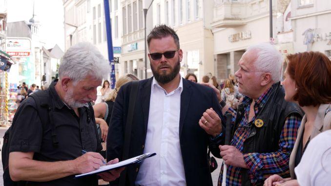 Menschen mit einer Sehbehinderung können sich sicher durch die Innenstadt bewegen. - Foto: Stadt Flensburg