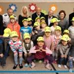 Gelbe Kappen sorgen für sicheren Schulstart – SBV und Verkehrswacht unterstützen Erstklässler