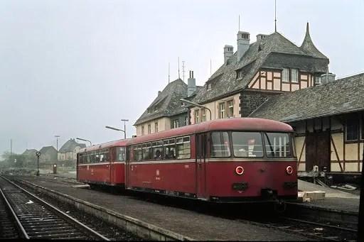 Nostalgie - Alltag der 1950er: Ein Schienenbus in der Provinz