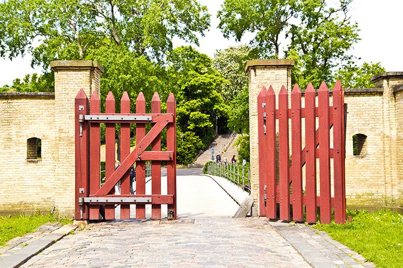 Come verniciare un cancello in legno annerito  Rio Verde