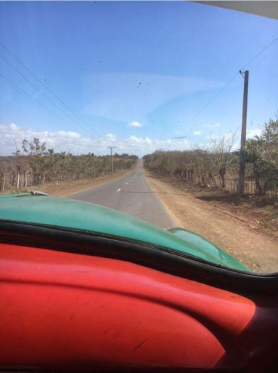 Sur la route - Voiture cubaine
