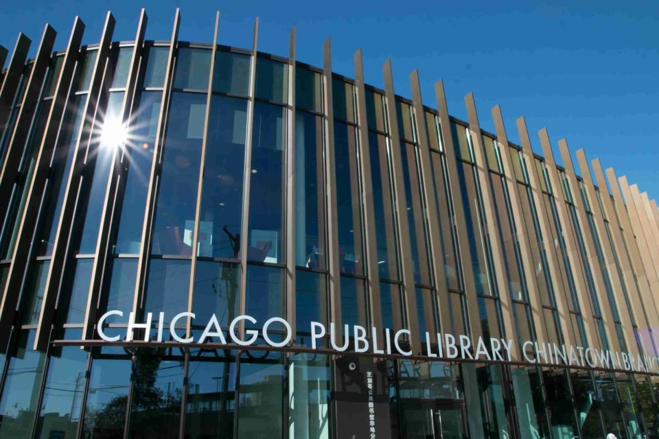 Starburst with stopped down aperture on Chicago Public Library