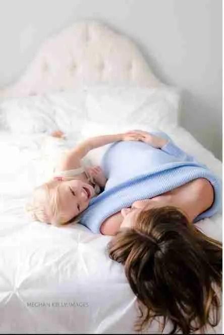 Portrait-Photographer-Holland-Michigan-Mom-Toddler-Maternity