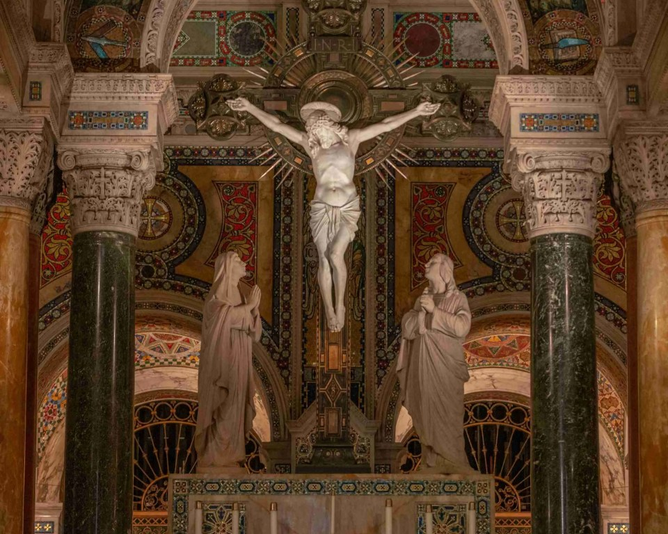 altar with Christ on the cross for Habit post