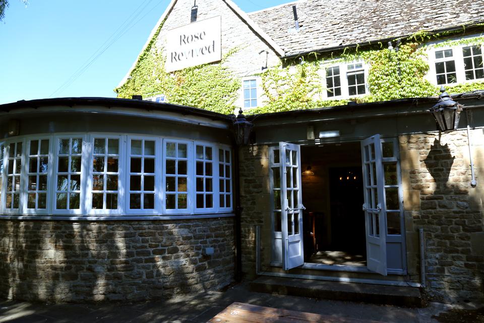 Rose Revived pub Newbridge Oxfordshire
