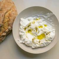 גבינת לבנה בהכנה עצמית