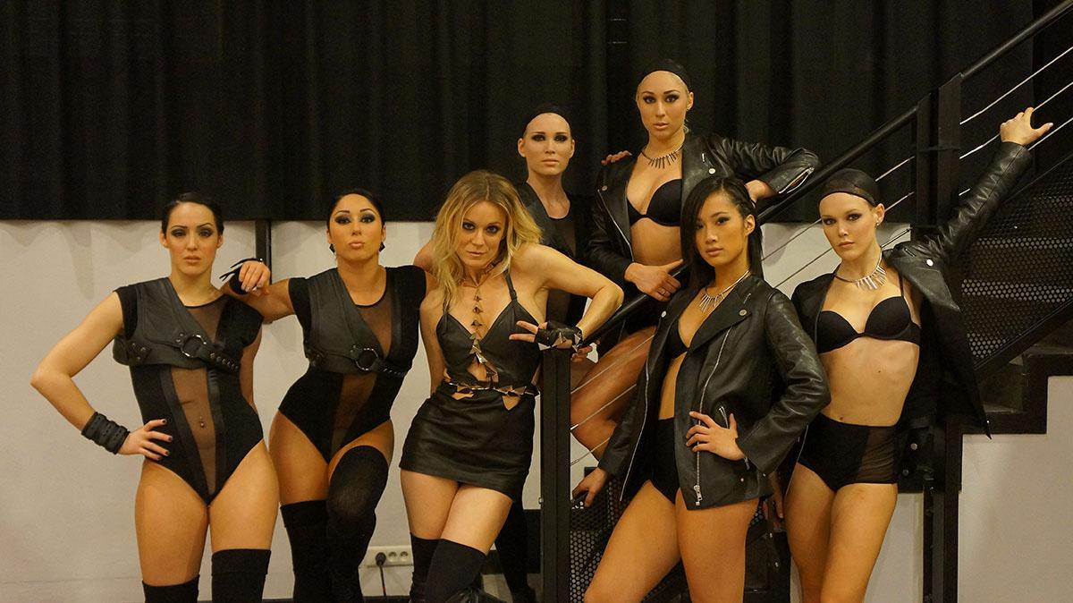 Véronic et les danseuses au NMA 2012