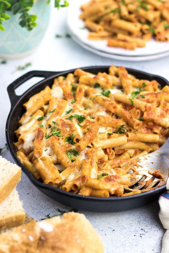 One Pan Baked Ziti recipe is the best and easy weeknight 30 minutes dinner idea. Creamy pasta with blush sauce topped with melted cheese is a perfect comfort meal.