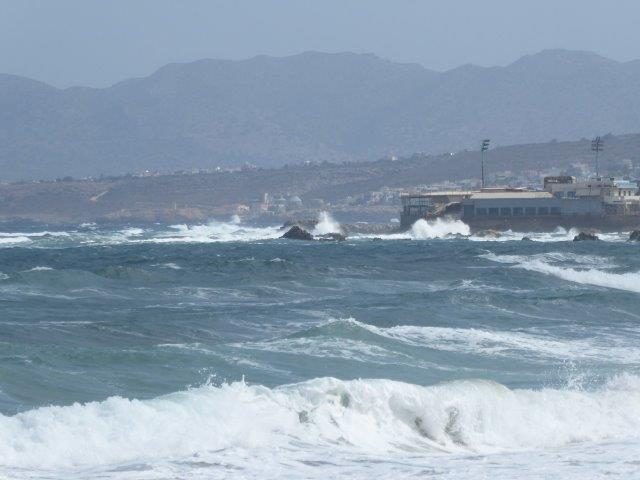 hoge golven in chania